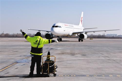 武汉到神农架从原来的8小时缩短为50分钟,不过航班并不密集.